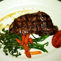 Photo taken at McCormick & Schmick's Grille by Valentino L. on 3/9/2012