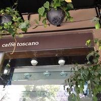 Photo prise au Caffé Toscano par Inti A. le3/25/2012