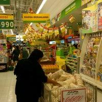 Photo taken at Giant Hypermarket by rifqi a. on 8/29/2012