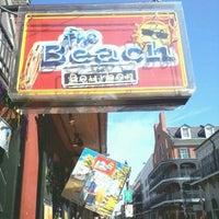 รูปภาพถ่ายที่ The Beach on Bourbon โดย Cash H. เมื่อ 2/20/2012