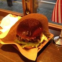 Photo taken at HOLLYWOOD BURGER by Takayuki I. on 3/17/2012