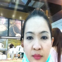 Photo taken at Starbucks by สุพัตรา ม. on 4/4/2012