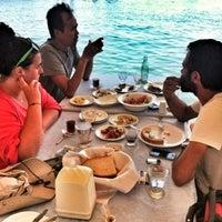 6/26/2012 tarihinde Aras D.ziyaretçi tarafından Assos Antik Liman'de çekilen fotoğraf