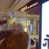 Photo taken at Kee Wah Bakery 奇華餅家 by Simon K. on 6/22/2012