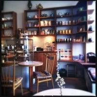 Das Foto wurde bei Tushita Teehaus von atmoravi am 4/19/2012 aufgenommen