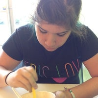 Photo taken at Tutti Frutti Frozen Yogurt by Daisy F. on 6/24/2012