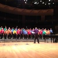 Foto tomada en Boettcher Concert Hall por Edward L. el 7/8/2012