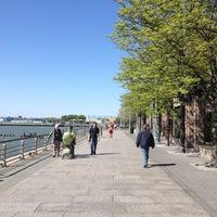 Das Foto wurde bei Hudson River Park Run von YJ A. am 4/29/2012 aufgenommen