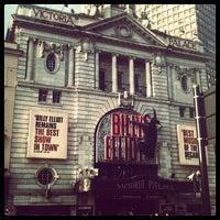 Photo prise au Victoria Palace Theatre par Sarah E. le8/17/2012