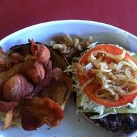 Das Foto wurde bei Ruben's Hamburgers von René J. am 6/23/2012 aufgenommen