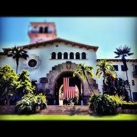 Foto tomada en Santa Barbara Courthouse por Joshua P. el 6/29/2012