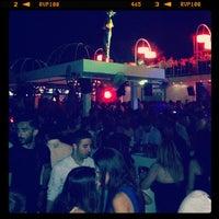 รูปภาพถ่ายที่ Ice Club & VIP Lounge โดย Ismail Y. เมื่อ 6/16/2012