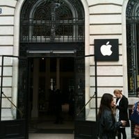 Photo taken at Apple Opéra by Andreas D. on 5/22/2012