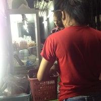 8/29/2012 tarihinde paer s.ziyaretçi tarafından ก๋วยเตี๋ยวไก่ป้าเยาว์'de çekilen fotoğraf