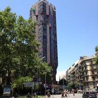 Das Foto wurde bei Plaça d'Urquinaona von Mariusz G. am 6/22/2012 aufgenommen