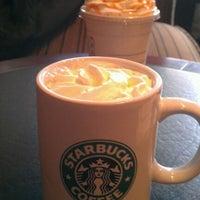 Снимок сделан в Starbucks пользователем Pedro G. 2/27/2012