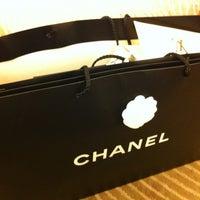 Das Foto wurde bei CHANEL Boutique von JuLi am 4/17/2012 aufgenommen