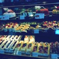 Foto scattata a 85C Bakery Cafe - Irvine da Anna R. il 5/4/2012