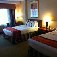 Снимок сделан в The Watson Hotel пользователем Angel O. 5/28/2012