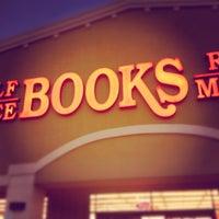 Das Foto wurde bei Half Price Books von Michael C. am 7/17/2012 aufgenommen