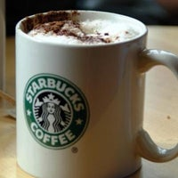 Das Foto wurde bei Starbucks von Deniz E. am 8/6/2012 aufgenommen