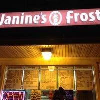 3/14/2012 tarihinde Kim M.ziyaretçi tarafından Janine's Frostee'de çekilen fotoğraf