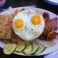 Photo taken at Golden Deli Vietnamese Restaurant by Samuel O. on 8/26/2012