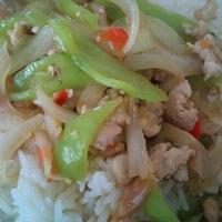 Photo taken at ร้านพี่จันทร์ อาหารตามสั่ง by Withan C. on 9/5/2012