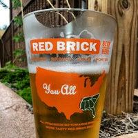 Foto tomada en Red Brick Brewing Company por Casey el 8/4/2012