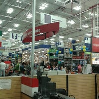 Photo taken at Lowe's Home Improvement by Allän R. on 9/2/2012
