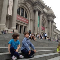 6/19/2012 tarihinde AwayIsHomeziyaretçi tarafından Metropolitan Museum Steps'de çekilen fotoğraf