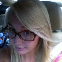 Das Foto wurde bei Adore Hair Studio von Alexandra R. am 7/16/2012 aufgenommen