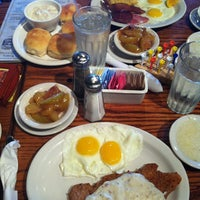 Photo taken at Cracker Barrel Old Country Store by Laura C. on 7/1/2012