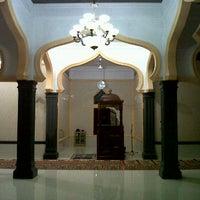 Photo taken at Mesjid Meureuhom Daya™ by yusdi y. on 2/12/2012