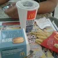 Foto tirada no(a) McDonald's por Gabriela B. em 7/22/2012