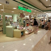 Photo taken at Tokyu Hands by Warayut C. on 7/23/2012