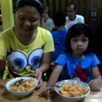 Photo taken at Pondok Kuliner Sweet Mayo by Susy L. 廖. on 4/15/2012