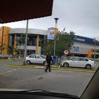Foto tirada no(a) Supermercado Angeloni por Helena Cunha em 7/7/2012