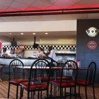 Photo taken at Steak 'n Shake by Gavin A. on 7/4/2012