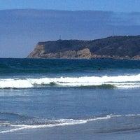 Foto tirada no(a) Breakers Beach por Sylvia L. em 7/15/2012