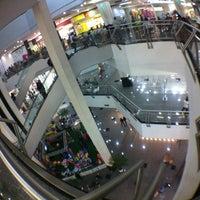 Photo taken at Cataratas JL Shopping by Fabio G. on 7/27/2012