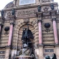 Photo prise au Place Saint-Michel par Juan B. le8/23/2012