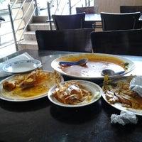 Photo taken at Restoran Kari Kepala Ikan Kampung Pandan by Sam Y. on 9/8/2012
