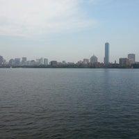 รูปภาพถ่ายที่ Charles River โดย Kleber S. เมื่อ 8/4/2012