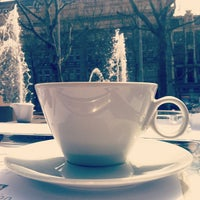 4/27/2012 tarihinde Ashley G.ziyaretçi tarafından Café Américain'de çekilen fotoğraf