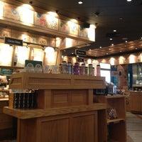 Photo taken at The Coffee Bean & Tea Leaf by chanhyuk j. on 5/31/2012