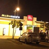 Photo taken at McDonald's by 🎀ShrlzMaharam🎀 on 6/22/2012