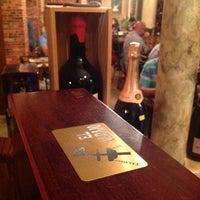 Foto tomada en El Carajo Tapas and Wine por Grant S. el 8/13/2012