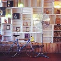 Foto scattata a Puro & Bio da Matteo F. il 8/16/2012