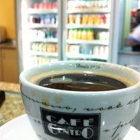 Foto tirada no(a) Supermercado Angeloni por Ismael em 2/15/2012